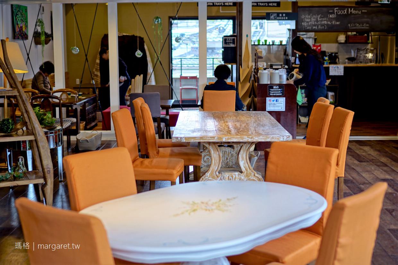 湯之坪咖啡館。Esperanza CAFE|窗外就是由布岳山景