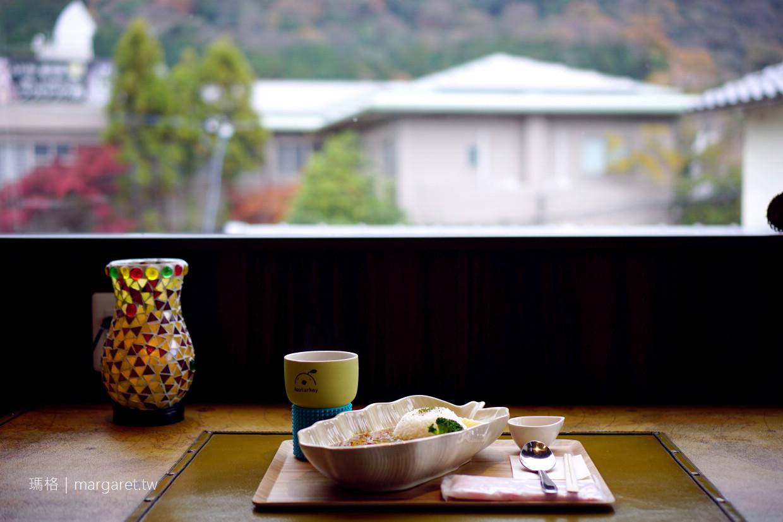 湯之坪咖啡館。Esperanza CAFE 窗外就是由布岳山景