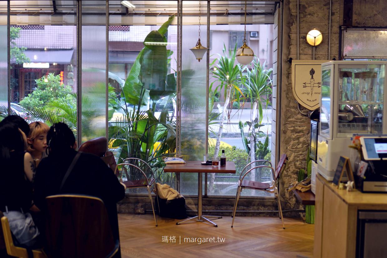 你後面Behind You Cafe。木柵精品咖啡|工業風。2個門2面採光