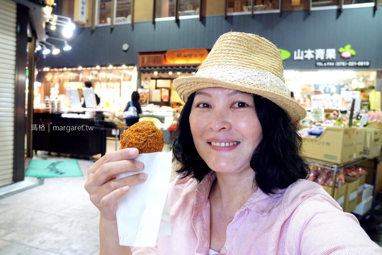 近江町コロッケ。市場人氣可樂餅|找個角落的位置坐下來吃