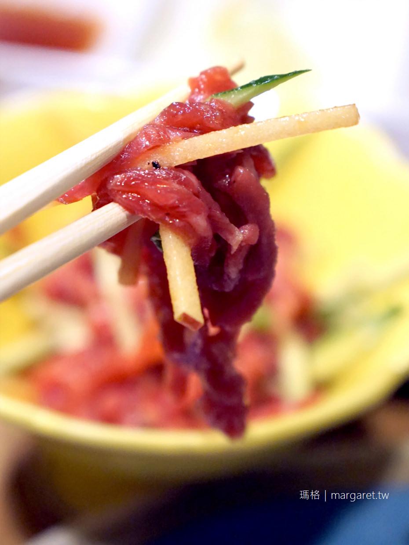 新宿柳苑。分量驚人的黑毛和牛炭火燒肉|生馬肉初體驗|網路中文訂位送酒精飲料1杯 @瑪格。圖寫生活