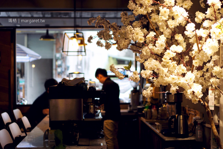 小口品s。嘉義自烘咖啡甜點|比櫻花樹還浪漫的情侶圓夢故事