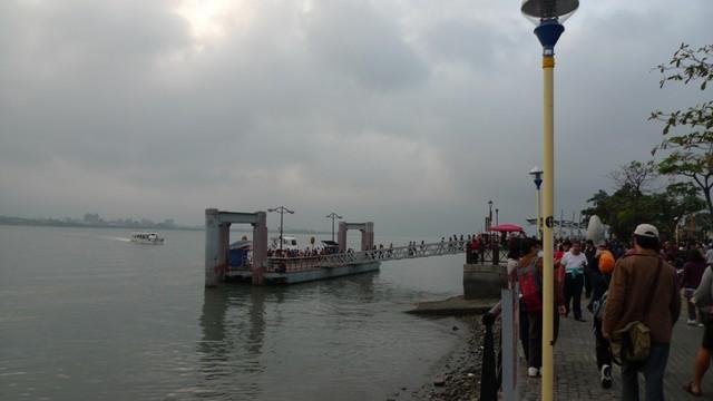 從淡水搭船去漁人碼頭